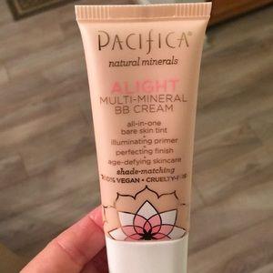 Pacifica natural mineral ALIGHT BB cream (New)